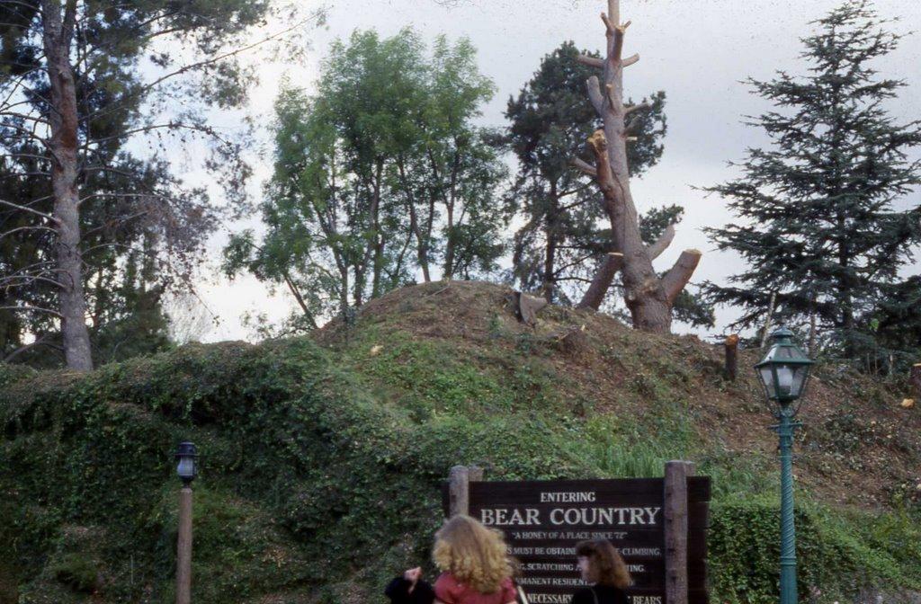 1987 Bear Country Entrance.jpg