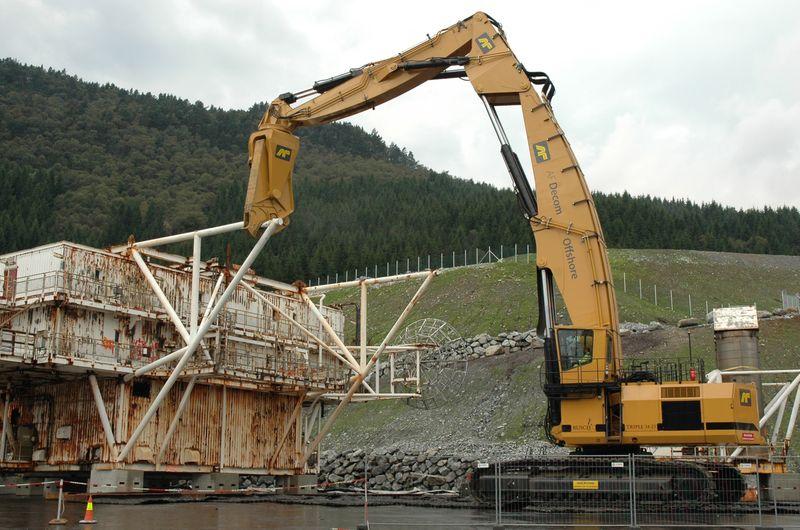 Biggest-construction-vehicle-Rusch-Triple-34-25-with-Genesis-2500_zps53ebb7fd.jpg
