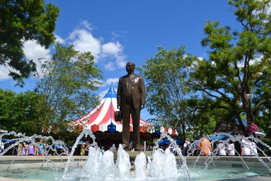 milton-hershey-statue.jpg