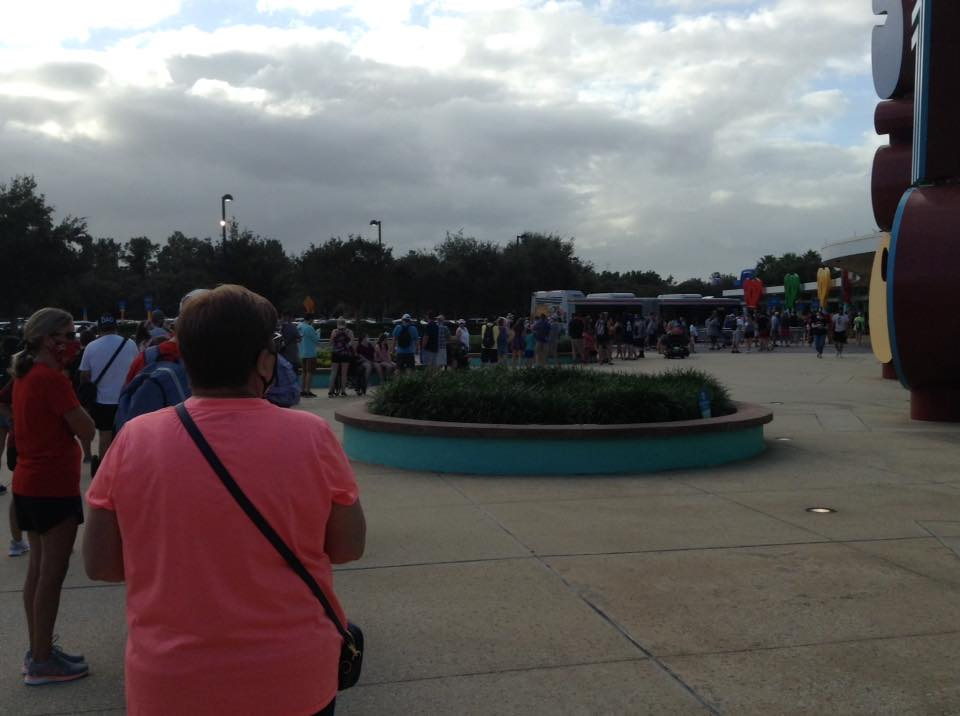 WDW - Pop Century bus line to MK.jpg