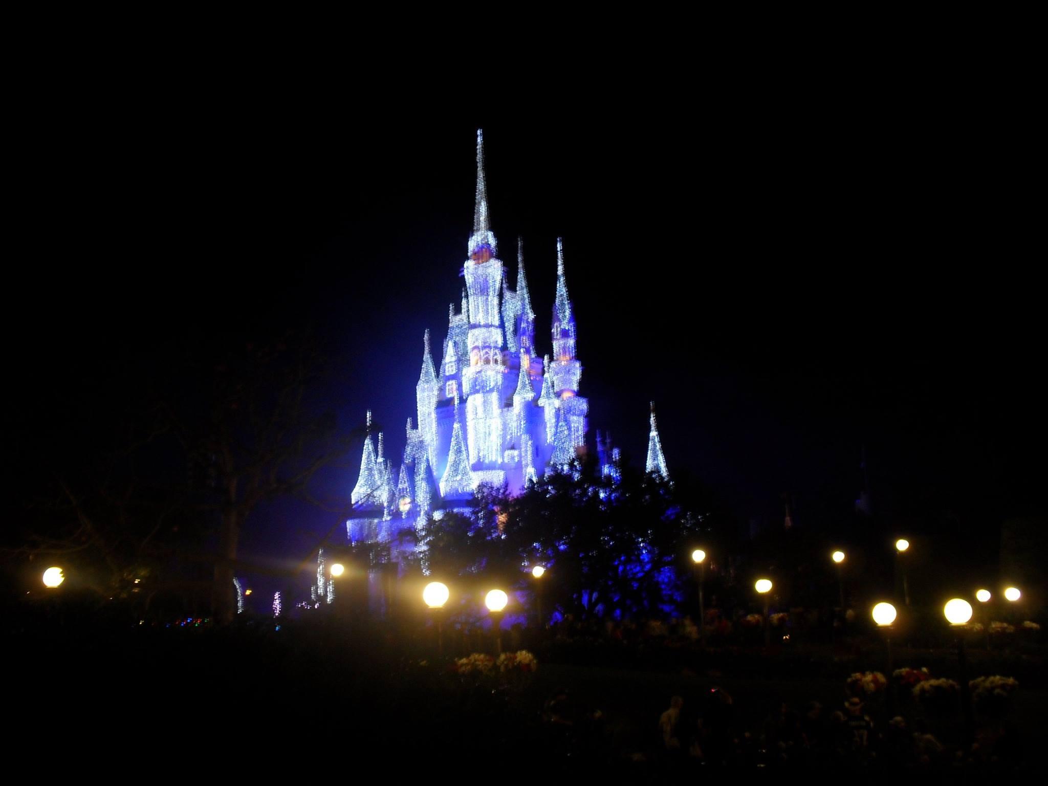 Cinderella Castle Christmas Lights.Cinderella Castle With Christmas Lights 2011 Wdwmagic